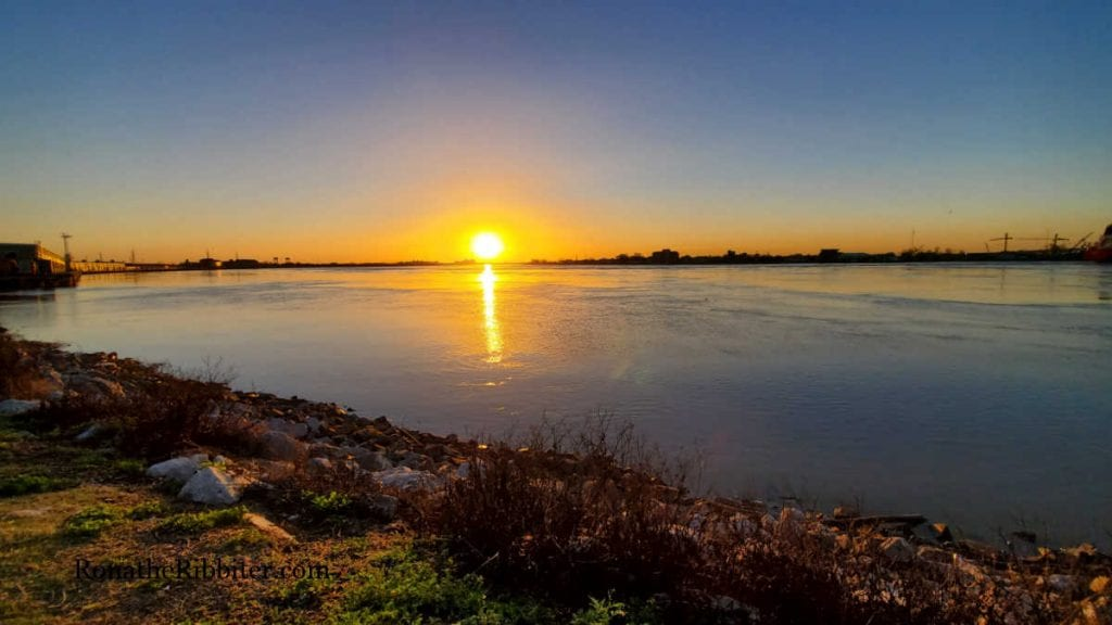 Sunrise on the Mississippi River in New Orleans | Rona the Ribbiter
